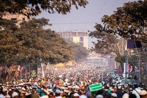 Davy ľudí počas najväčšieho moslimského sviatku.