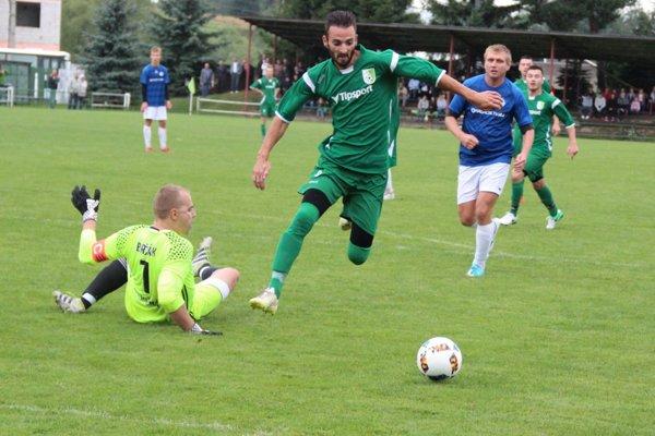 Domáci útočník Tomáš Hollý raz brankára Brčáka prekonal.