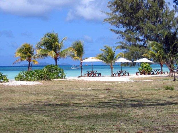 Seychely: Ostrov Praslin je hlavnou turistickou destináciou.