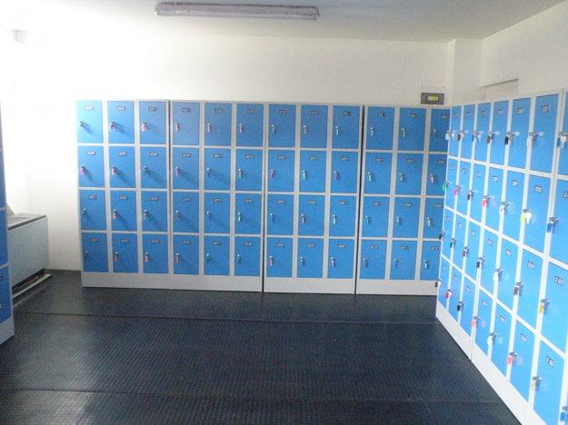 K dispozícii pre korčuľujúcich je 120 skriniek