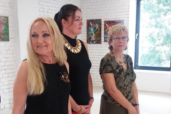 Svojou tvorbou sa prezentujú aj Lujza Ferková, Ivana Kosturová a Ľudmila Bevilaqua.