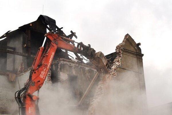 Takto búrali bytovku na Bratislavskej minulý rok.