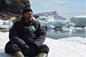 Fyziológ rastlín Martin Bačkor na ľadovej kryhe.