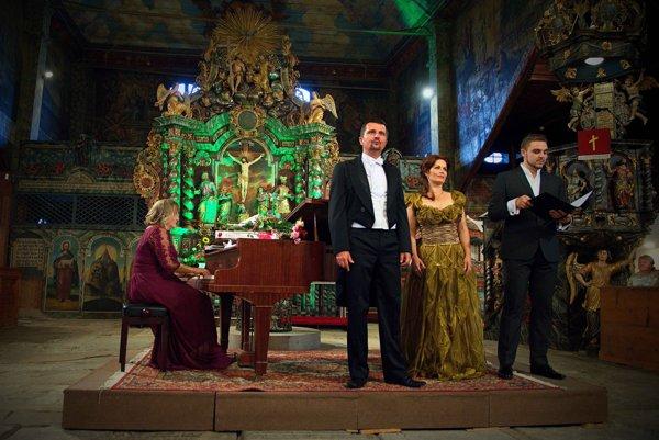 Zľava: Klaviristka Júlia Grejtáková, tenorista Dušan Šimo, sopranistka Jolana Fogašová a basbarytonista Boris Prýgl.