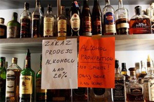 Podniky už tvrdý alkohol nepredávajú.