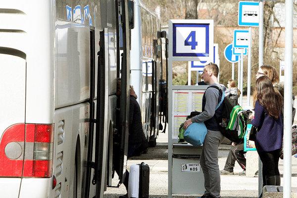 Riaditelia škôl nebudú súhlasiť srušením autobusov.