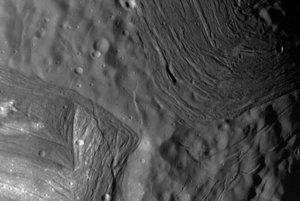 Členitý povrch Uránovho mesiaca Miranda.