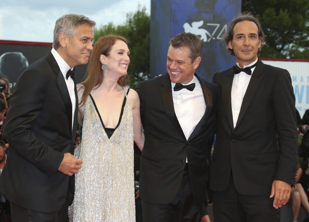 George Clooney, Julianne Moore, Matt Damon a hudobný skladateľ Alexandre Desplat predstavili film Suburbicon.