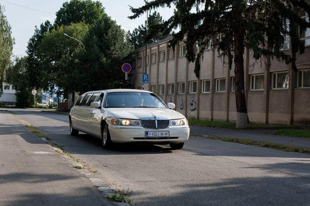 Pre svojich bývalých učiteľov neváhal Jozef Bobula objednať limuzínu.