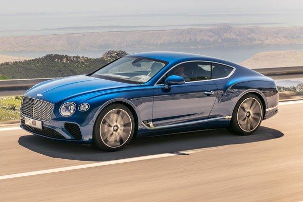 Luxusné kupé Bentley Continental GT tretej generácie. Na pohon nového kupé slúži prepĺňaný šesťlitrový dvanásťvalcový motor s maximálnym výkonom 467 kW a najvyšším krútiacim momentom 900 Nm.