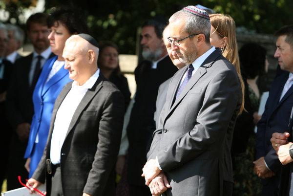 Na Židovskom cintoríne.