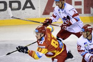 Michal Hlinka si v prvom zápase za Duklu pripísal tri kanadské body.