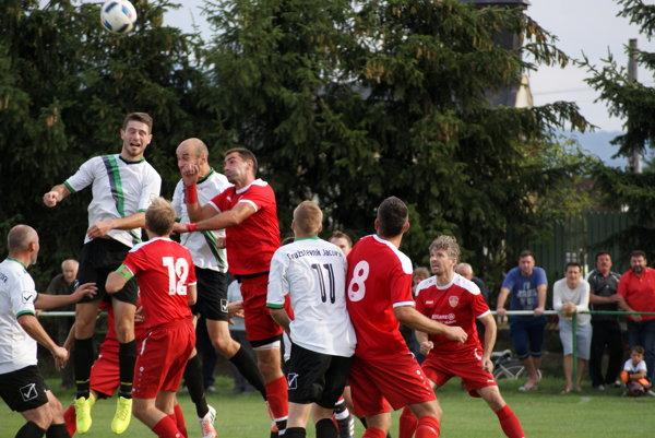 Jacovce nestačili doma na Báb a prehrali 1:3. Všetky štyri góly padli v prvom polčase.