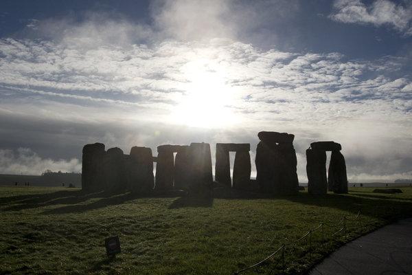 Stonehenge každoročne navštívi viac ako 850-tisíc ľudí.