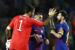 Gianluigi Buffon blahoželá Lionelovi Messimu k výhre a dvom streleným gólom.