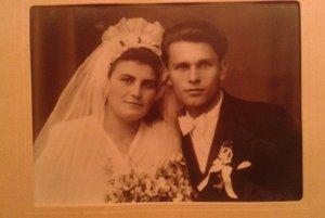 Svadobná fotka manželov Skladanovcov - vzali sa v novembri 1945.