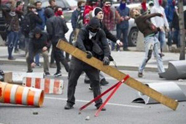 Demonštranti v Montreali.