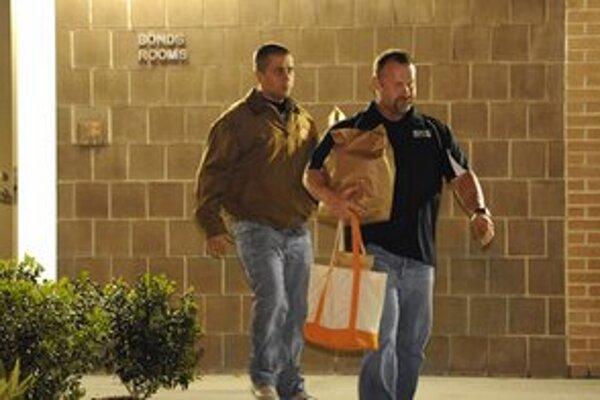 Zimmerman (vľavo) je obžalovaný z vraždy druhého stupňa.