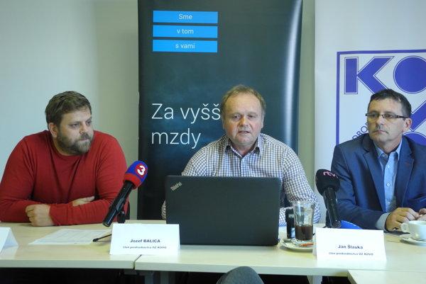 Na snímke zľava predseda Základnej organizácie OZ KOVO Whirlpool Tomáš Hurajt, člen predsedníctva OZ KOVO Jozef Balica a člen predsedníctva OZ KOVO Ján Šlauka.
