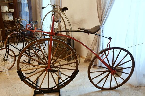 Historická výstava bicyklov v Bučanoch.