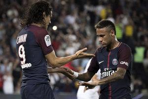 Cavani (vavo) a Neymar si takto rozumeli 25. augusta. Odvtedy podobné fotky ubúdali.