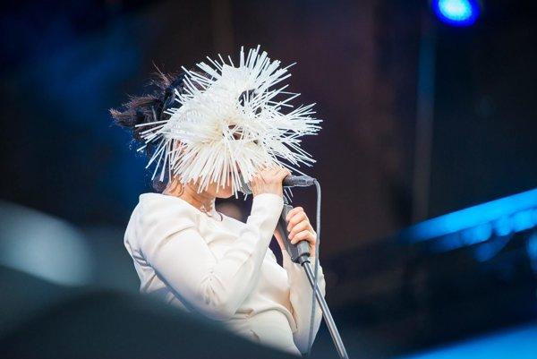Islandská speváčka Björk rada vystupuje v maskách. Takto pred dvomi rokmi spievala na festivale Colours of Ostrava.