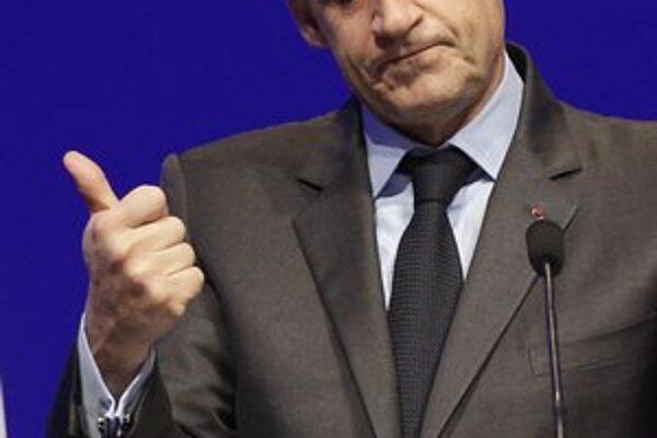 Vedenie piatej najväčšej ekonomiky na svete zrejme Sarkozy odovzdá socialistickému rivalovi.
