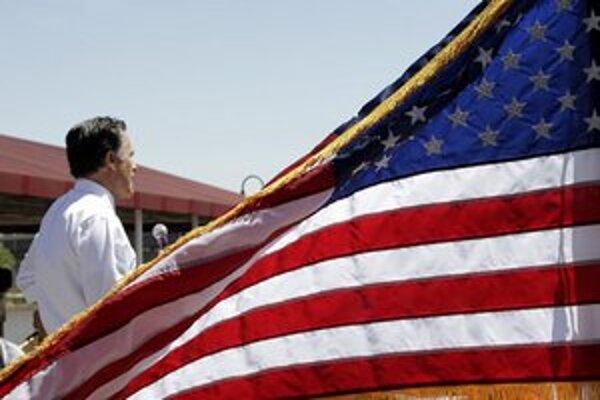 Mitt Romney počas mítingu v Omahe.