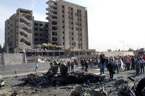 Dva výbuchy budovu značne poškodili.