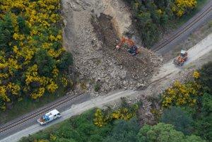 Zosuv pôdy po zemetrasení pri meste Kaikoura.