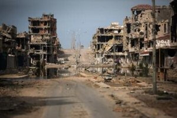 Zničené budovy v Syrte.