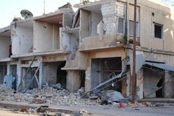 Zničený dom v meste Rastan v provincii Homs.