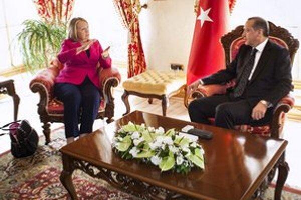 Hillary Clintonová a Recep Erdogan zaujali v otázke Sýrie dosť nekompromisný postoj.