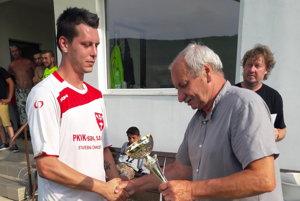 J. Pisko (vpravo). Pre zlepšenie situácie vhelcmanovskom futbale šéf klubu robí, čo môže.