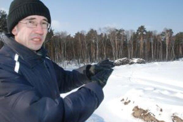 Knihomoľ Sergej síce nedokáže rozprestrieť transparent, ale motivoval k odporu tisíce ľudí.