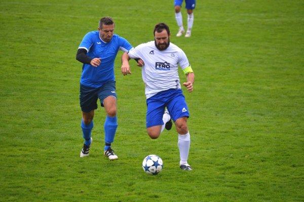 Skúsený Pavol Kopačka (vľavo) priviedol Kľúčové ku trom bodom v zápase s Veľkými Bierovcami/Opatovcami.
