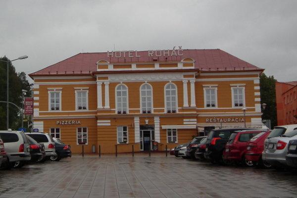Historický Hotel Roháč obnovil fasádu.