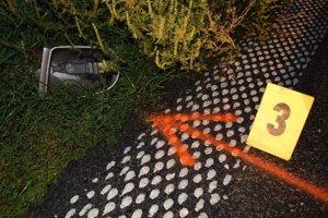 Polícia hľadala vodiča Mercedesu, po ktorom na mieste nehody ostalo spätné zrkadlo.