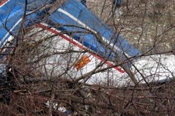 Pri nešťastí zahynulo všetkých deväť osôb na palube lietadla.