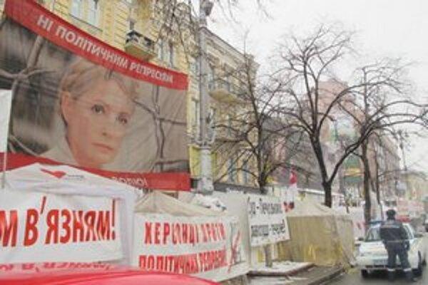 Tábor prívržencov expremiérky v centre Kyjeva.