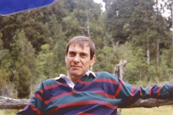 Za zlegalizovanie eutanázie v Anglicku bojuje športový nadšenec Tony Nicklinson (na snímke z roku 2000), ktorý trpí tzv. syndrómom uzamknutia. Jeho mozog pracuje, no celé telo je paralyzované a komunikuje len prostredníctvom žmurkania.