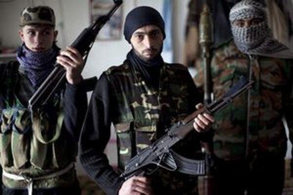 Povstaleckí bojovníci v mest Idlib.