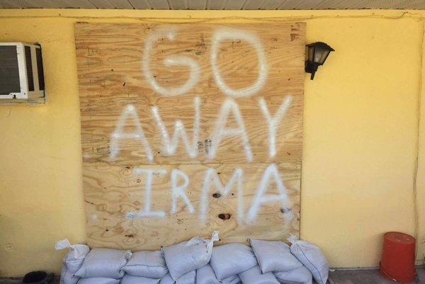 """Choď preč, Irma – Takto """"vítali"""" na Floride hurikán Irma."""