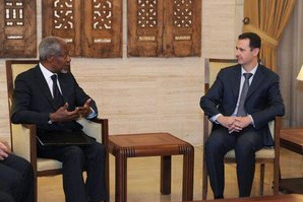 Kofi Annan počas stretnutia s Bašárom Asadom.