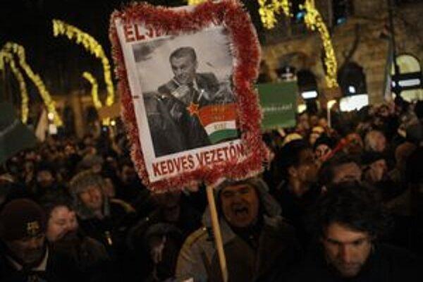 Maďarský premiér zobrazený ako bývalý komunistický vodca.