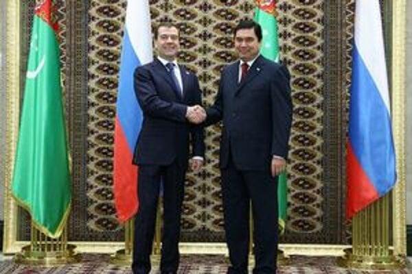 Berdimuhamedow na fotografii s ruským prezidentom Medvedevom.