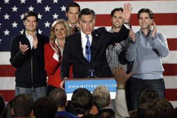 Mitt Romney sa teší, no svoj výsledok spred štyroch rokov nezlepšil.