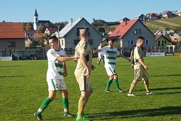 Zo zápasu O. Jasenica - L. Sliače. FOTO: JOZEF DVORSKÝ