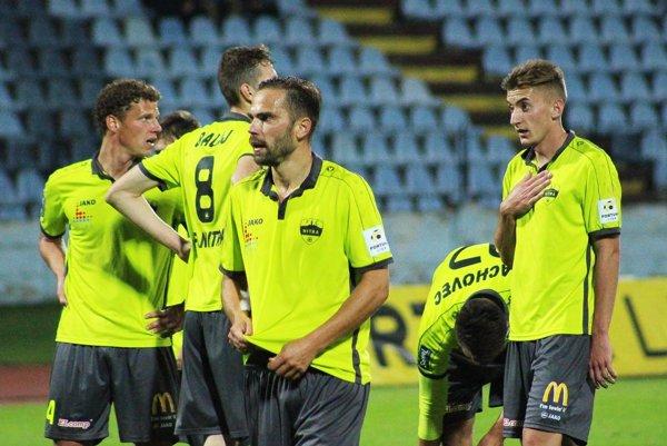 Tomáš Kóňa (v strede) dosiahol v sobotu v 88. minúte vyrovnávajúci gól a Nitra si odviezla z Bratislavy cenný bodík.