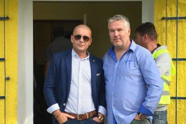 Zľava: predseda OFK Peter Hazucha a tréner Jozef Ducký.